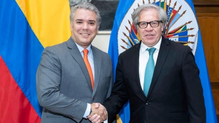 El presidente electo de Colombia Ivan Duque y el secretario general de la OEA, Luis Almagro