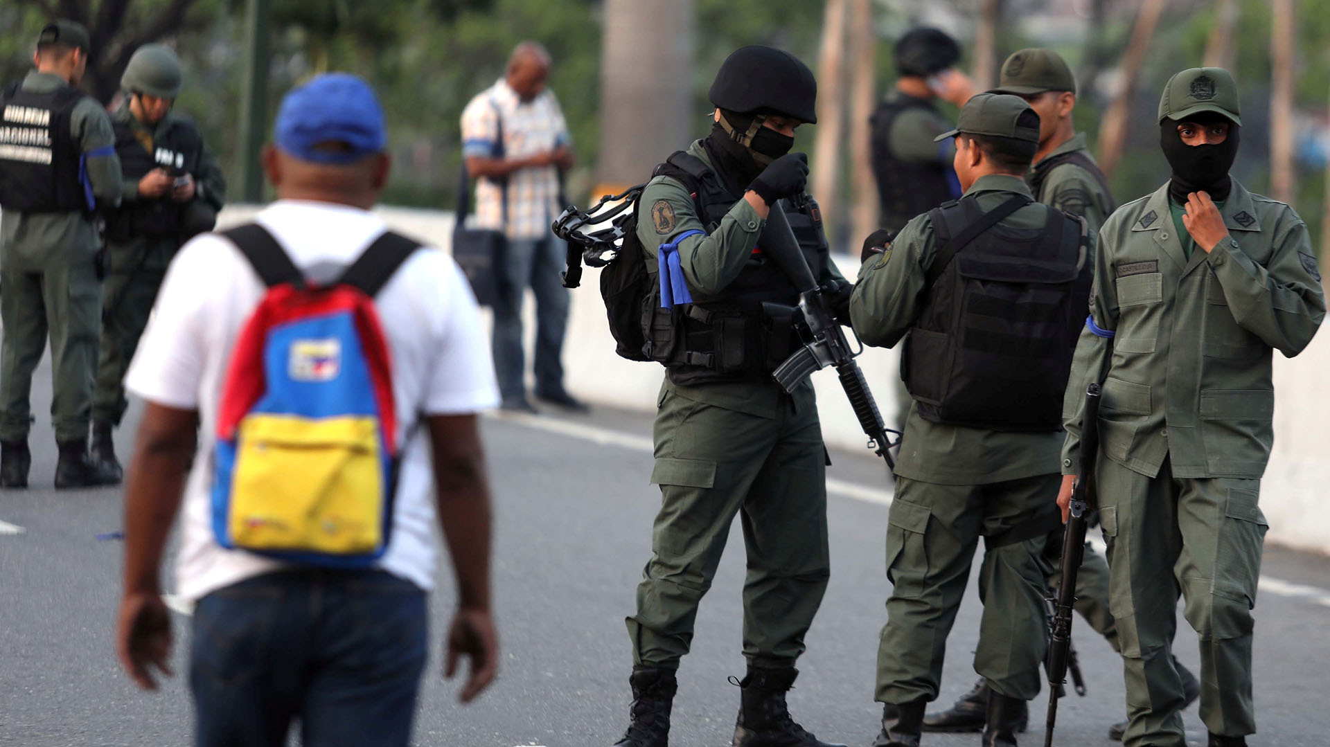 Soldados venezolanos apoyando a Juan Guaidó. REUTERS/Manaure Quintero