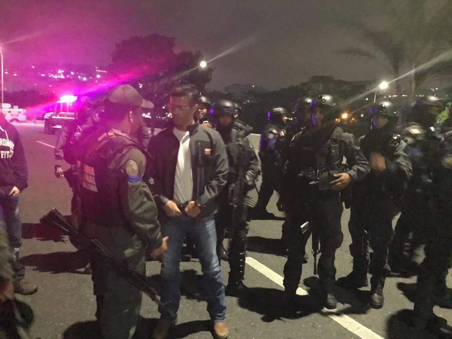 Un grupo de las Fuerzas Armadas bajo el mando de Juan Guaidó liberó al líder opositor Leopoldo Lopez