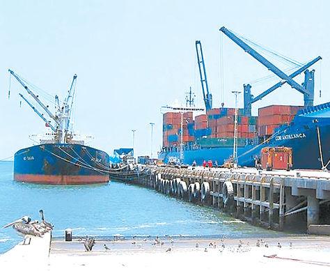 PERÚ. Arribo de un buque al puerto de Ilo con carga boliviana. Foto: Radio Luis de Fuentes