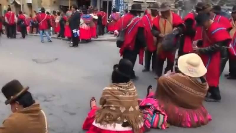 Dos conflictos colapsaron La Paz con marchas y bloqueos