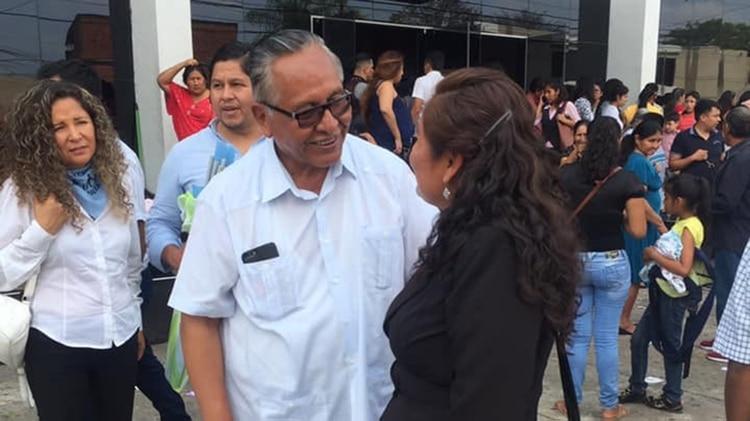 El ex vicepresidente y ahora candidato a la presidencia de Bolivia Por UCS, Víctor Hugo Cárdenas, propone armar a las mujeres para defenderse de los feminicidas