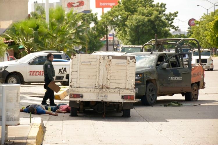 """El grupo armado logró que las fuerzas federales """"suspendieran acciones"""" para detener al presunto narcotraficante, ya que los cientos de gatilleros realizaron bloqueos y quema de vehículos en diferentes zonas de la ciudad (Foto: Cuartoscuro)"""