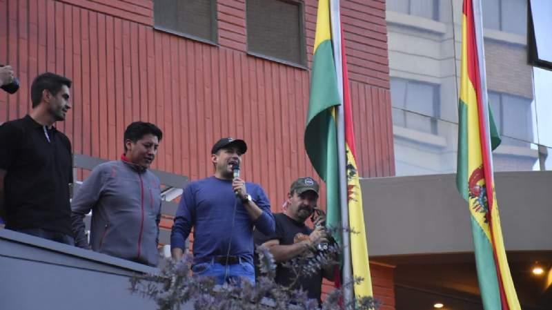 Camacho les pide a los militares cumplir el compromiso con el pueblo