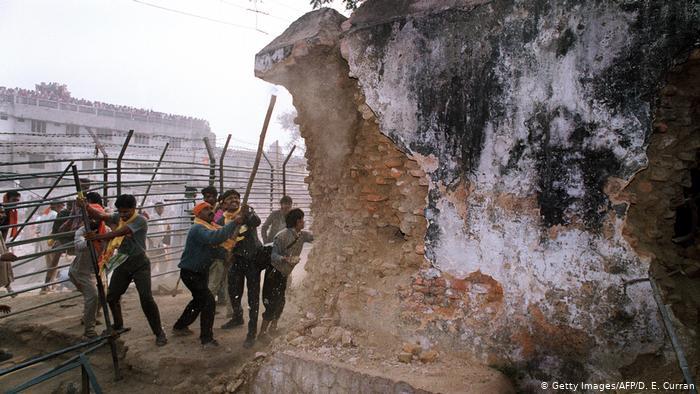 Indien Rückblick 70 Jahre Zerstörung der Babri Masjid Moschee in Ayodhya (Getty Images/AFP/D. E. Curran)