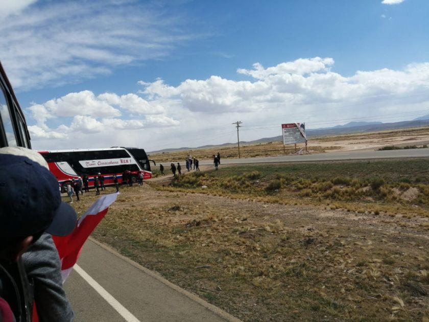 URGENTE: Caravana vuelve a ser asediada por supuestos campesinos