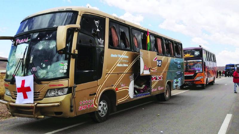 Caravana: masistas toman rehenes, los vejan y torturan