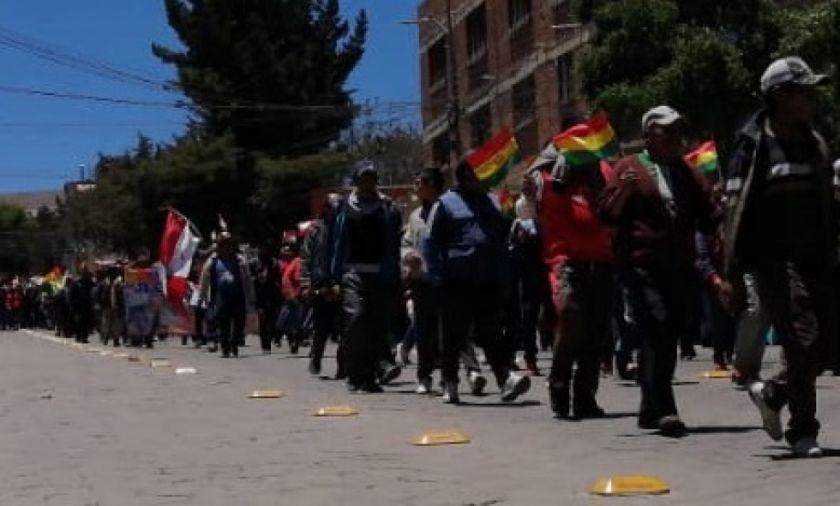 Estallan protestas callejeras contra el fraude y periodistas se repliegan