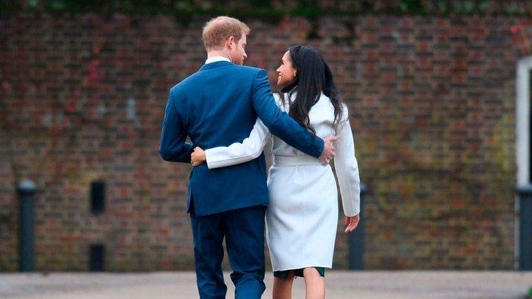 Harry y Meghan Markle el día que anunciaron su compromiso, en Kensington Palace, el 27 de noviembre de 2017 (Shutterstock)