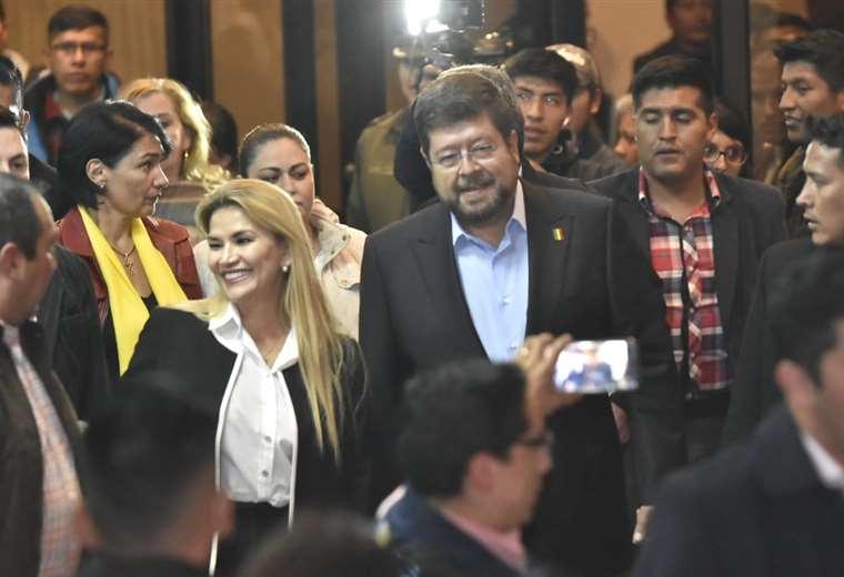 La alianza Juntos oficializó a su binomio Jeanine Áñez-Samuel Doria Medina | Foto: APG Noticias