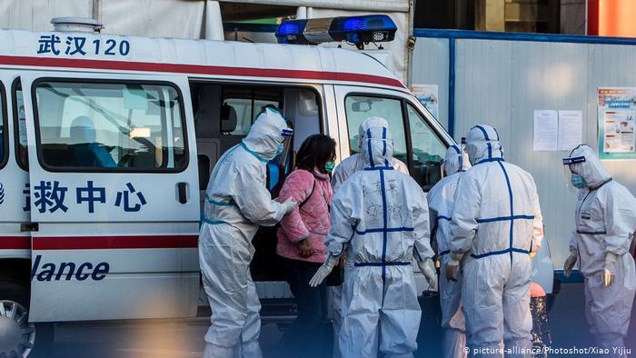 242 personas murieron en la provincia de Hubei, foco de la epidemia, el aumento más rápido en el recuento diario desde que se identificó el patógeno en diciembre (12.02.2020)
