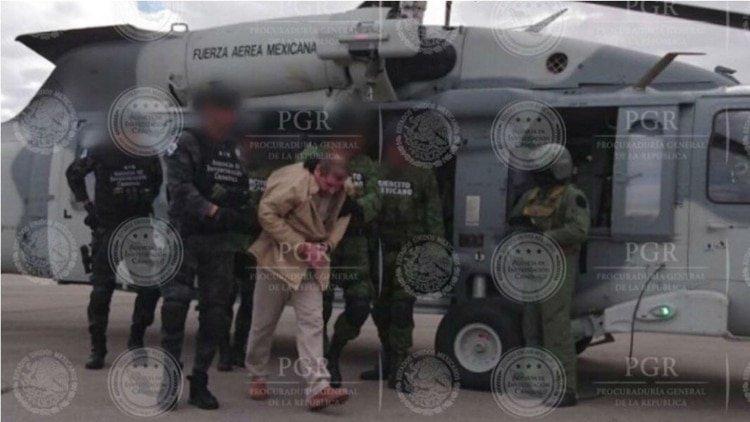 El Chapo Guzmán cuando fue extraditado a Estados Unidos (Foto: PGR México)