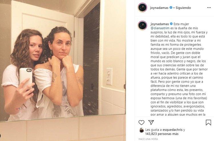 La cantante usó su cuenta de Instagram para expresar el profundo amor que siente por la mujer con la que se convirtió en mamá el año pasado (Foto: Instagram)