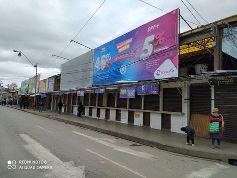 Una calle de Oruro con poca afluencia de gente en el primer día de la cuarentena. Foto: Bolivia Nueva