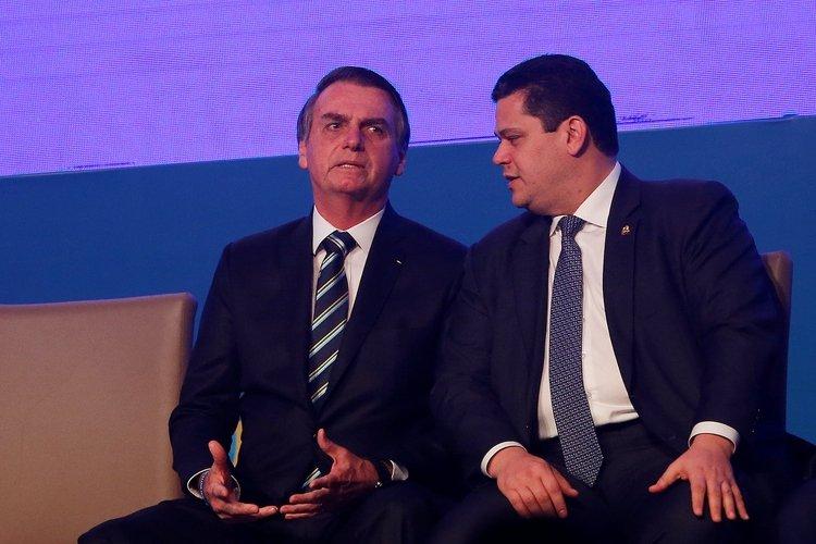 Jair Bolsonaro junto a Davi Alcolumbre en un acto en Brasilia el 9 de abril de 2019 (REUTERS/Adriano Machado)
