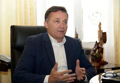 Resultado de imagen de El ministro de Defensa, Luis Fernando López