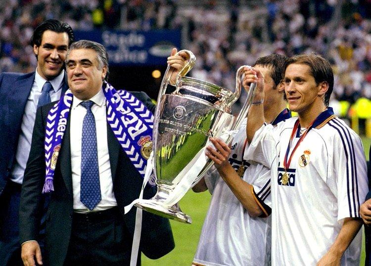 Lorenzo Sanz alza la Champions en el 2000 (Foto: Reuters)