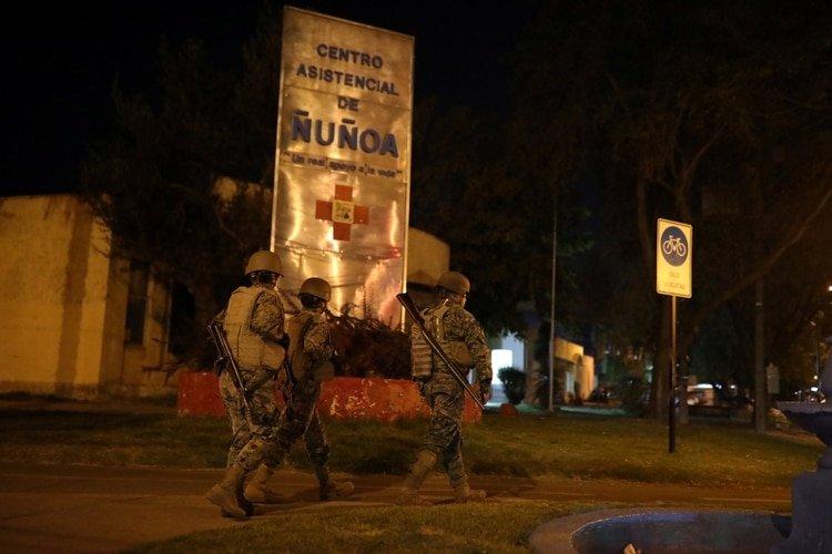 Soldados patrullan las calles tras una declaración de