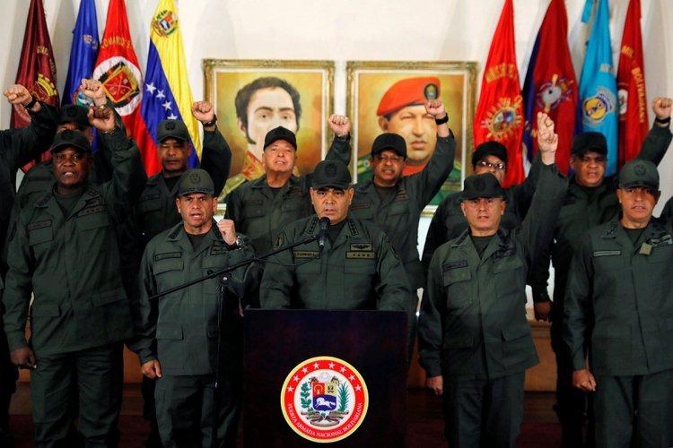 Guaidó volvió a pedir la colaboración de la FFAA venezolana para permitir el ingreso de ayuda humanitaria para hacer frente al coronavirus (REUTERS/Manaure Quintero)