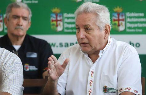 El gobernador de Santa Cruz, Rubén Costas, se refiere a los casos de coronavirus.