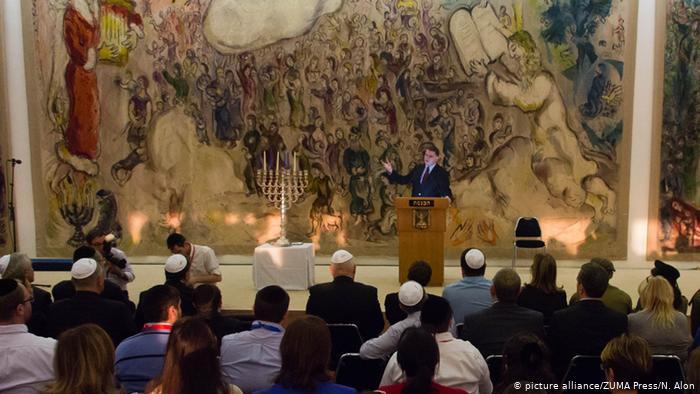 Yuli Edelstein, durante la celebración de Hanuka en la Knesset, el Parlamento israelí.