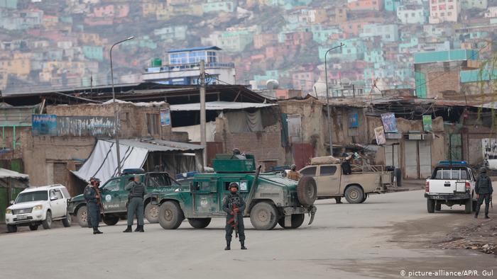 La Policía afgana en el sitio del ataque en Kabul, Afganistán.