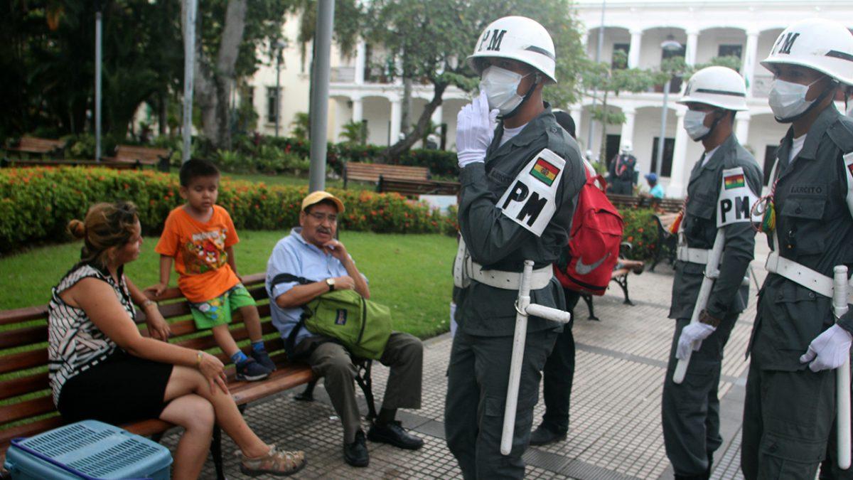 Militares en las calles de La Paz. EFE