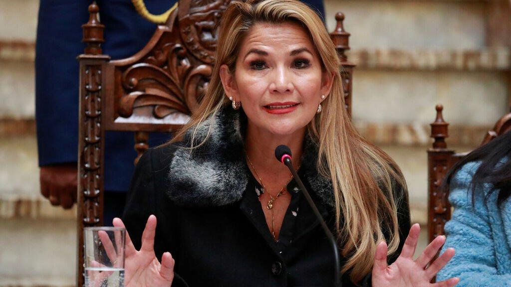 Resultado de imagen de La presidenta Jeanine Áñez