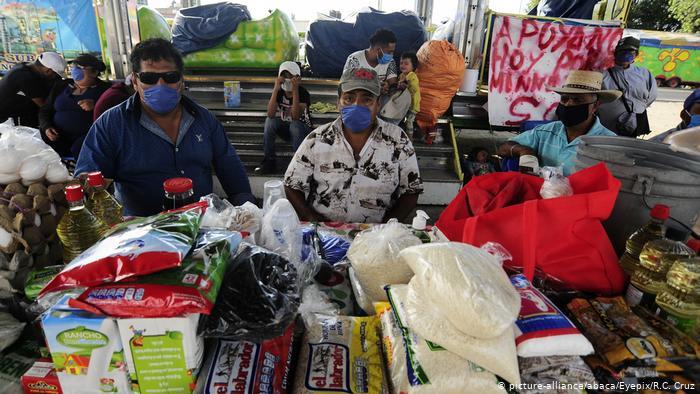 Vendedores de un mercado callejero en Ciudad de México.