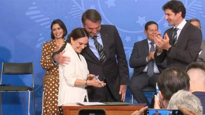 La actriz brasileña Regina Duarte junto a Jair Bolsonaro