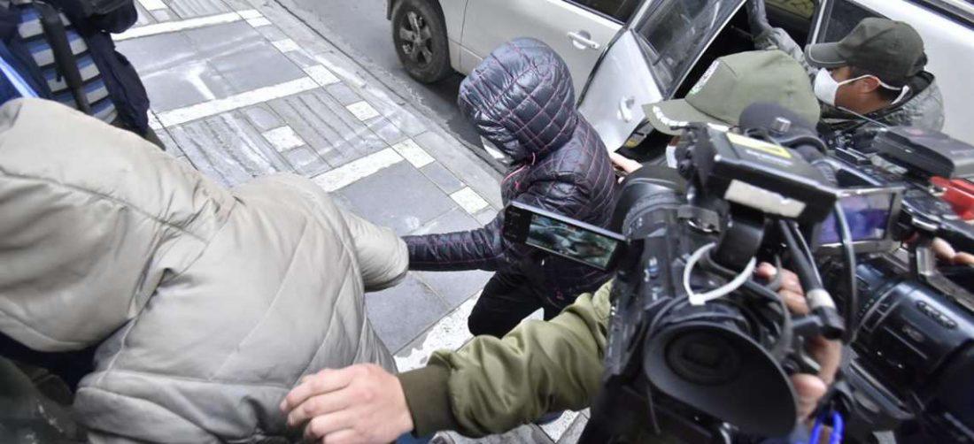 A las 16:00 de este viernes, los investigados en el caso respiradores eran trasladados a su audiencia cautelar . Foto: APG