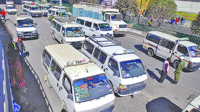 11.000 minibuses operarán en El Alto hasta las 14:00