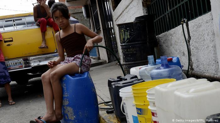 Faltan recursos humanos para mejorar el abastecimiento de agua en Venezuela, según José María de Viana.