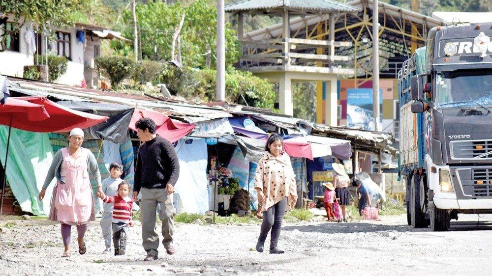 Un grupo de pobladores en la zona de El Locotal en el Trópico de Cochabamba.  DICO SOLÍS