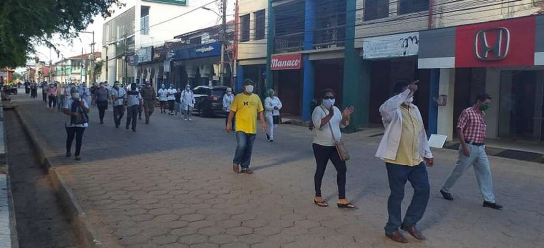 El sector salud en Trinidad salió a protestar por las condiciones en las que estaban trabajando