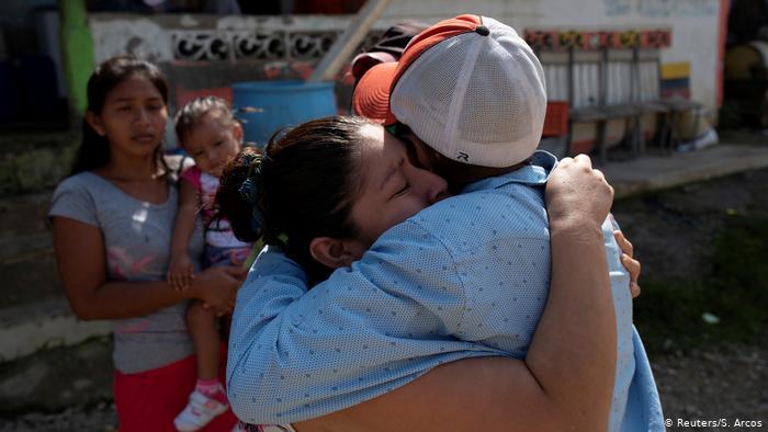 Duelo en zona rural de Ecuador por familiares fallecidos por COVID-19.