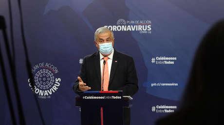 """Ministro de Salud de Chile reconoce que """"no tenía conciencia"""" de los niveles de pobreza y hacinamiento que hay en Santiago"""