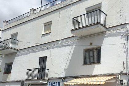 En el segundo piso de esta casa vivían los jóvenes es según informó La Voz de Cadiz