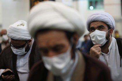 Oraciones en una mezquita de Teherán (vía Reuters)