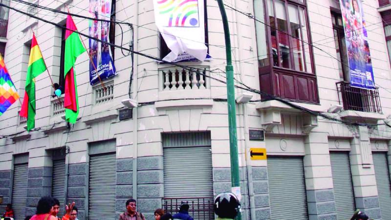 Quedan cesantes trabajadores de Bolivia, ABI y Radio Illimani