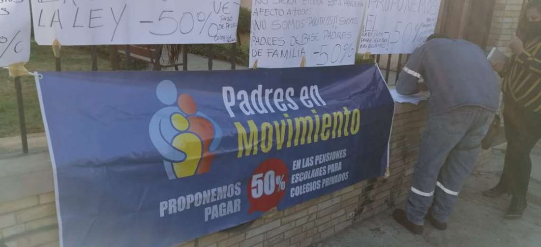 Cochabamba. Firma de peticiones frente a la Brigada parlamentaria. Foto:RP