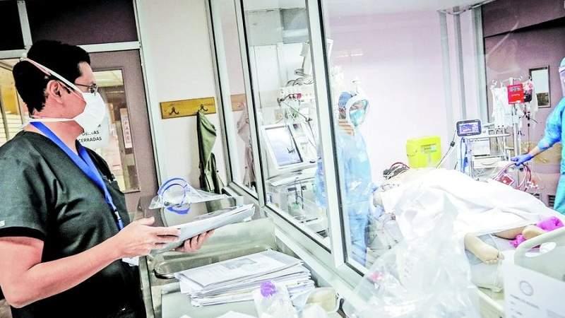 Un médico paceño salva vidas en el hospital Barros Luco en Chile