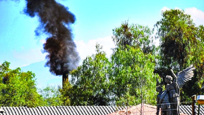Morgues y crematorios colapsan en Santa Cruz y Cochabamba