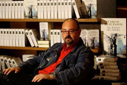 """El escritor español Carlos Ruiz Zafón en la presentación de su libro titulado """"El juego del Ángel"""" (Reuters)"""