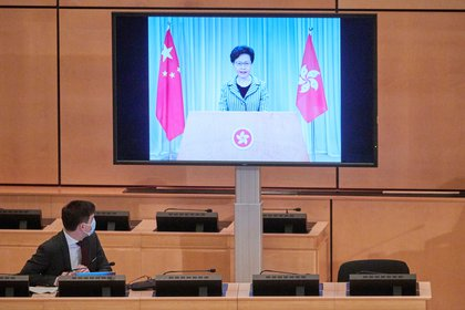 Carrie Lam, líder del ejecutivo de Hong Kong, se dirige al Concejo de Derechos Humanos de la ONU en Ginebra (REUTERS/Denis Balibouse)