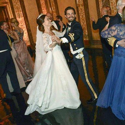 Los recién casados a pleno baile durante su boda (my_royality_world - instagram)