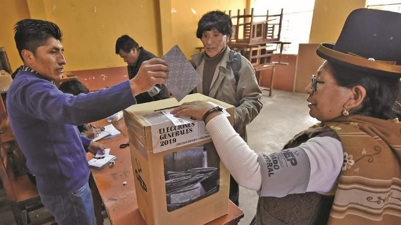 La Covid golpea al poder, suman voces para postergar elecciones