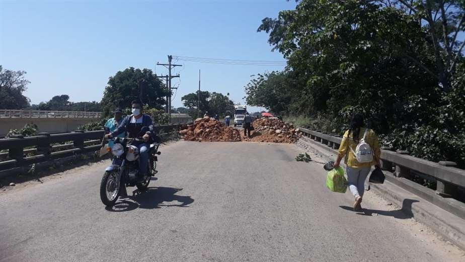 En Yapacaní los masistas han instalado un punto de bloqueo. (Foto: Soledad Prado)