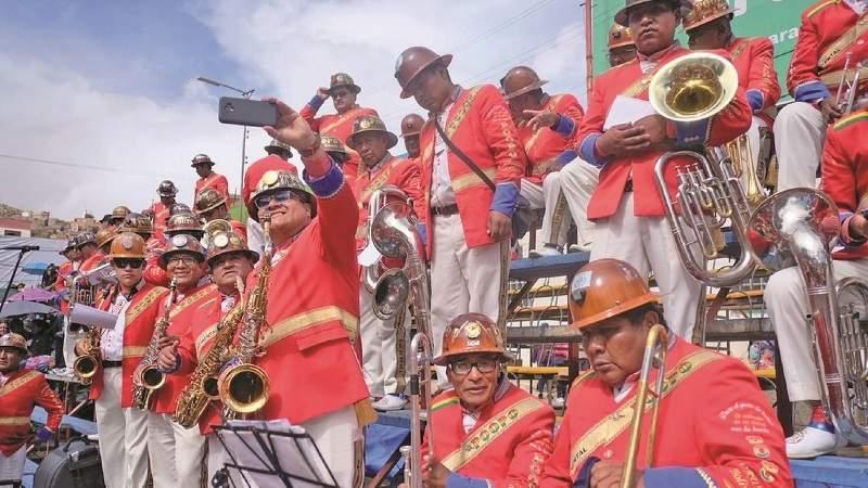 Con 4 músicos muertos, banda Poopó se desintegra por ahora