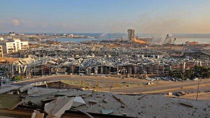 El puerto de Beirut este miércoles, el día después de la deflagración. (Anwar AMRO / AFP)